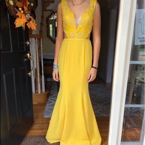 Yellow size 4 Sherri Hill beaded gown